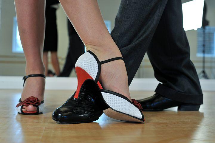 feet dancing